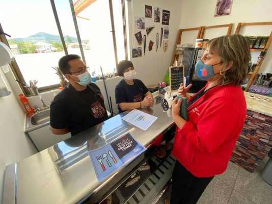 Empresarios gastronómicos de Itata agradecen poder atender al interior de locales