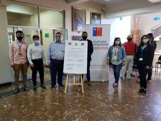 Municipalidad de Chillán y Seremi del Mideso firmaron convenio para hacer a Chillán más amigable con los adultos mayores